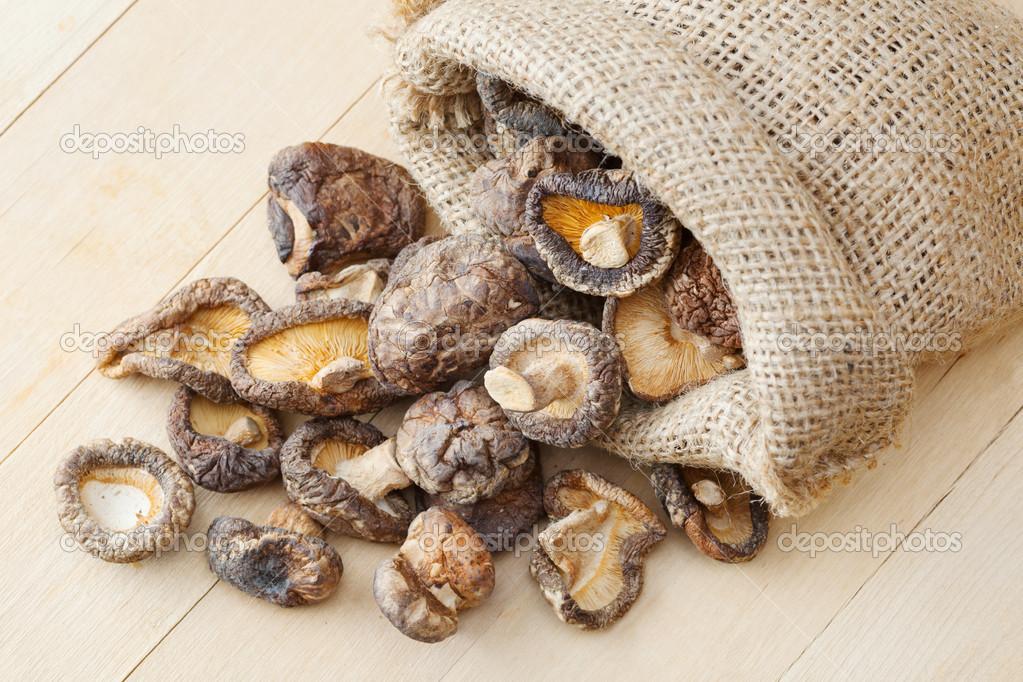 хранение сушеных грибов в стеклянных банках